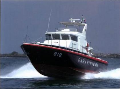 Motovedetta dei Carabinieri salva naufrago a Torre Ovo