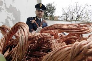Nascondeva in deposito nove tonnellate di cavi rubati a Enel e Telecom. Denunciato