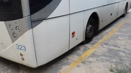 Sabotati 18 bus nella notte : a piedi studenti e lavoratori