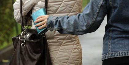 Madre e figlia arrestate in flagranza di reato mentre borseggiavano al mercato di Martina Franca