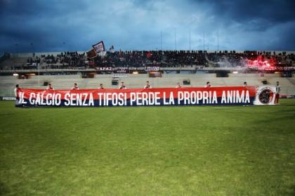 Taranto F.C. : gli abbonati calano del 50% . I tifosi rossoblu la pensano come noi.