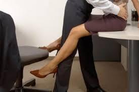 Sussiste il licenziamento per motivi disciplinari intimato al dipendente sorpreso a fare sesso durante l'orario lavorativo.