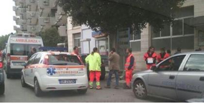 Una donna suicida si butta dalla finestra in viale MagnaGrecia