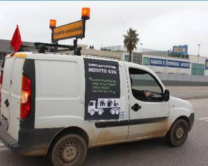 300 tir degli autostrasportatori Ilva in rivolta, le statali 100 e 106 bloccate