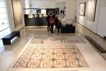 """La visita """"pasquale"""" di Carmine La Fratta al museo archeologico di Taranto"""