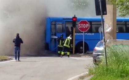 A fuoco un autobus della Sud Est a Martina Franca