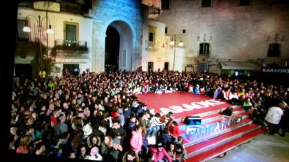 """TV. """"Karaoke"""" è tornato ! Da Martina Franca riprende lo show itinerante di Italia Uno"""