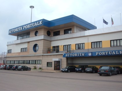 nella foto, l' Autorità Portuale di Taranto