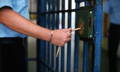 Poliziotto in manette: vendeva tabulati telefonici ottenuti con le firme false dei magistrati