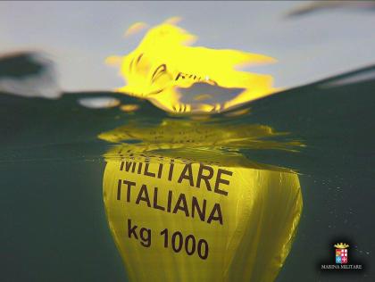I palombari del Comando Subacquei ed Incursori della Marina Militare si immergono per un mare sicuro