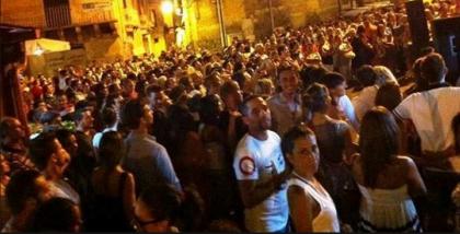 """La sagra """"trash"""" nel """"Borgo Antico"""" di Taranto: ecco l' Isola che """"non"""" vogliamo"""