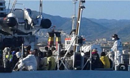 """Sbarco clandestini nave PHONEIX : la Polizia di Stato arresta tre """"scafisti""""."""