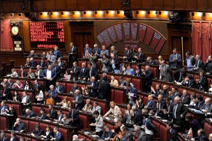 """Regna indisturbato il """"mercato parlamentare"""": 235 cambi di partito in meno di due anni"""