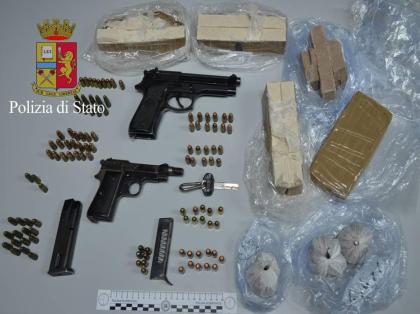 La Polizia sequestra  2,5 Kg. di eroina, due pistole e numerose cartucce ai Tamburi