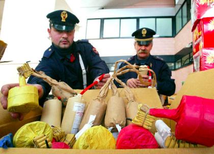 """Lotta ai """"botti"""" fuori legge di Capodanno. La Polizia di Stato  sequestra 150 kg di botti a Carosino"""