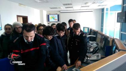 Studenti a scuola di legalità dai Carabinieri