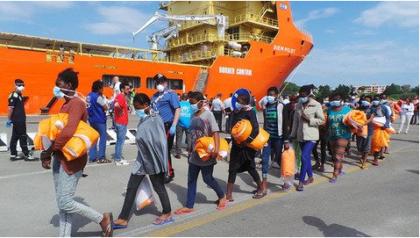 Sbarcati a Brindisi 653 migranti