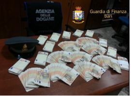 Porto di Bari: la Finanza intercetta 50mila euro in partenza illegale per l'estero