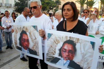 """Manifestazione a Taranto contro la violenza sulle donne: """"Federica  uccisa dalle botte del marito"""""""
