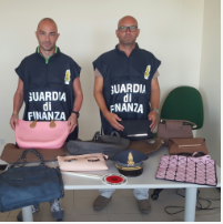 Sequestrate dalla Guardia di finanza a Bari 7.000 borse contraffatte