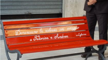 """Crispiano dice """"no"""" al femminicidio e violenza con una panchina rossa"""