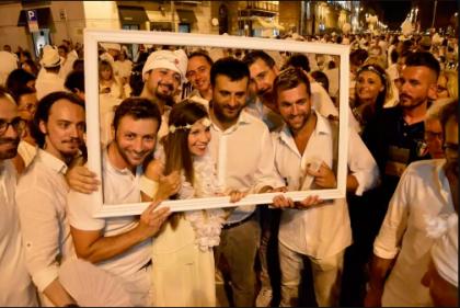 nella foto al centro il sindaco di Bari Antonio De Caro