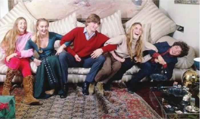 nella foto i flgli di Marta Marzotto in una vecchia foto di famiglia