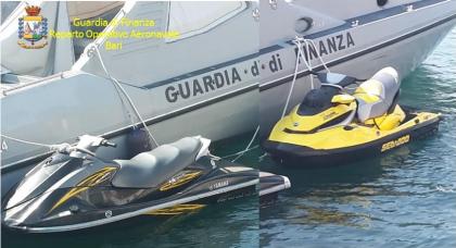 La Guardia di Finanza blocca 2 moto d'acqua nel canale d' Otranto
