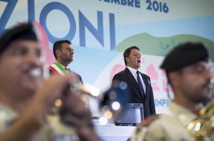 """Renzi apre la Fiera del Levante, neutralizza Emiliano e lo critica: sul turismo: """"gli stranieri ancora pochi"""""""