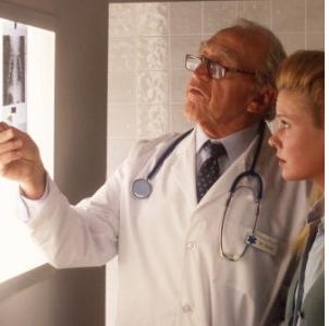 Mille nuovi casi di tumore al giorno in Italia. In aumento fra le donne, in calo gli uomini
