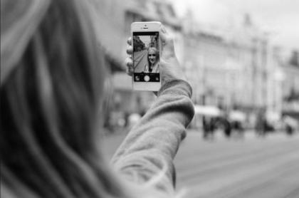 CdG selfie x strada