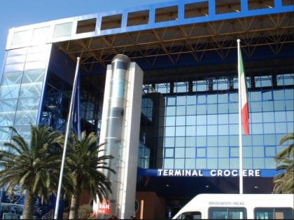CdG terminal porto bari