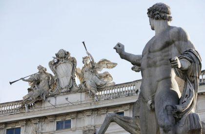 Escort e legge Merlin, alla Consulta le serate di Berlusconi
