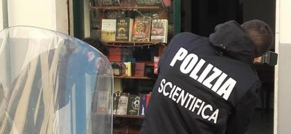 """Bomba a Firenze. Il ministro Minniti ai parenti dell'artificiere ferito: """"Non vi lasceremo soli""""."""