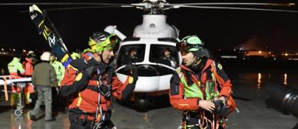 Continuano i miracoli dei soccorritori.  Trovate vive 10 persone sotto la valanga, salvati tutti e 4 i bambini : erano sotto la neve da oltre 42 ore