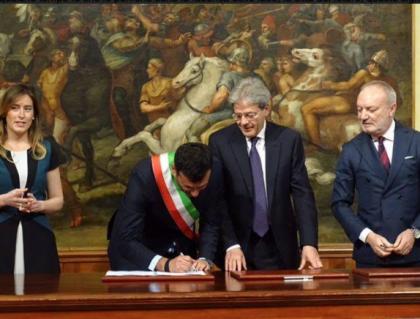 Periferie Aperte. Il sindaco Decaro  firma con il premier Gentiloni la convenzione per il finanziamento del progetto