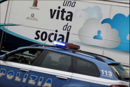 """Arriva  in Puglia """"Una vita da social"""" la campagna educativa itinerante della Polizia di Stato sul cyberbullismo"""