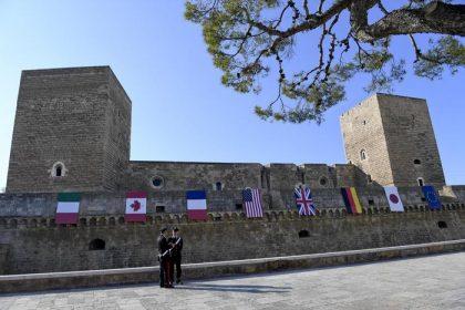 """Si apre il G7 Finanze a Bari. Una città blindata che si mostra in una veste """"taroccata"""""""