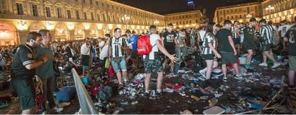 """Incidenti di Torino. Poteva mancare il commento cretino del solito """"grillino"""" ?"""