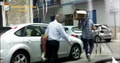 Falso cieco e usuraio, arrestato 63enne a Taranto