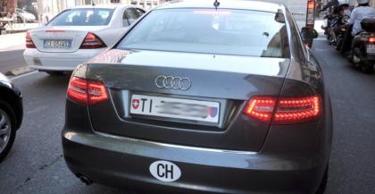 Italia, il Paese di Pulcinella:  le auto con targa estera, senza assicurazione non si possono multare !