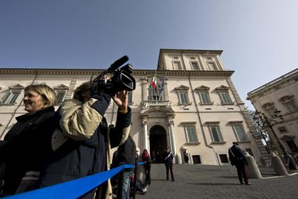 Mattarella si consulta con le alte cariche, poi la decisione. Napolitano: