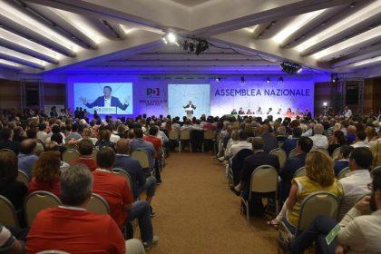 Pd: assemblea nazionale elegge Martina segretario