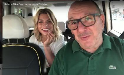 """Roma, imperdibile duetto: Emma Marrone canta in taxi con il tassista """"canterino"""""""