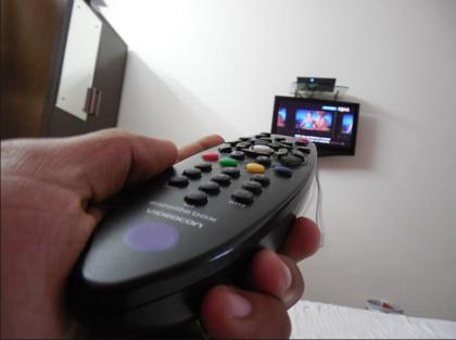 """Stop alla """"tassa del telecomando"""" nelle cliniche private pugliesi. Un """"affare"""" da 10 euro al giorno"""