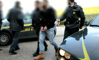 Droga e armi, 17 arresti a Bari della Guardia di Finanza