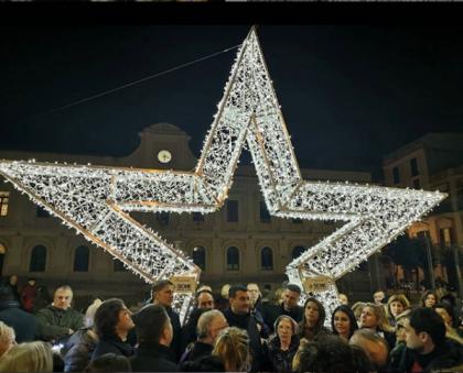 Il Comune di Bari inaugura villaggio di Babbo Natale con Minnie e Topolino
