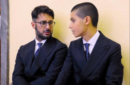 Fabrizio Corona a processo a Milano: non ha pagato gli alimenti per suo figlio Carlos