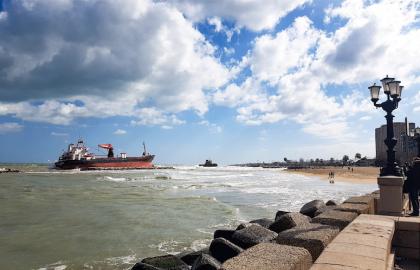Cominceranno domani mattina le operazioni di svuotamento del carburante della nave Efe Murat