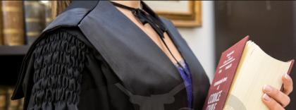 """Taranto: """"Resta nuda sotto la toga se vuoi laurearti"""". Docente universitario (ora in pensione) accusato di proposte sessuali alle studentesse"""